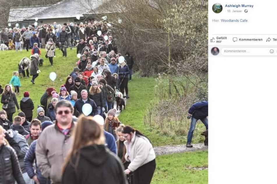 Unglaublich: Dieses Foto zeigt nur einen Teil der Spaziergänger und Hunde, die mitkamen.