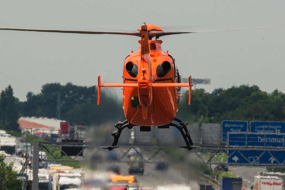 Die Schwerverletzten sind mit einem Rettungshubschrauber ins Klinikum Greifswald geflogen worden. (Symbolfoto)