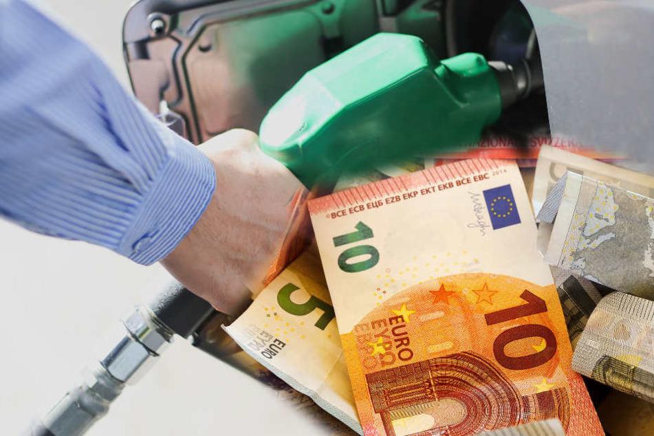 Einige Geldbündel wurde in dem Auto entdeckt. (Symbolbild)
