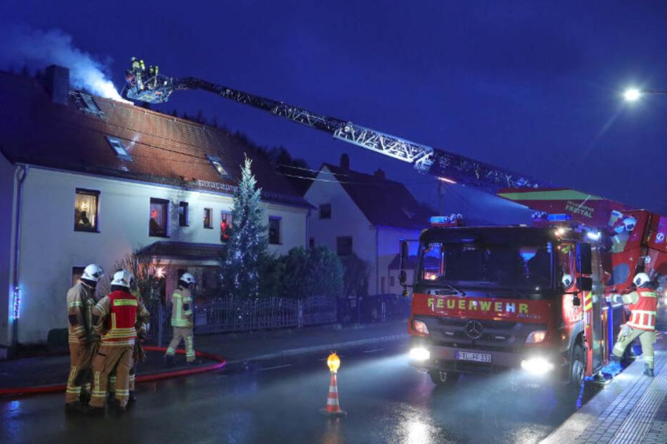Schwieriger Einsatz für die Feuerwehr: Plötzlich stand die Esse in Flammen