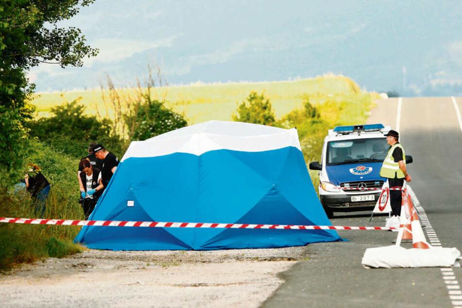 Spanische Ermittler dokumentieren den Fundort der Leiche im baskischen Asparrena. Nach bisherigen Ermittlungen hat der marokkanische Trucker die Tote hier am 18. Juni abgelegt.