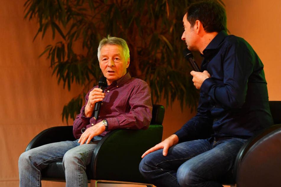 Jörg Stübners KJS-Trainer Harald Fischer erzählt bei der Buch-Vorstellung über seinen einstigen Schützling.