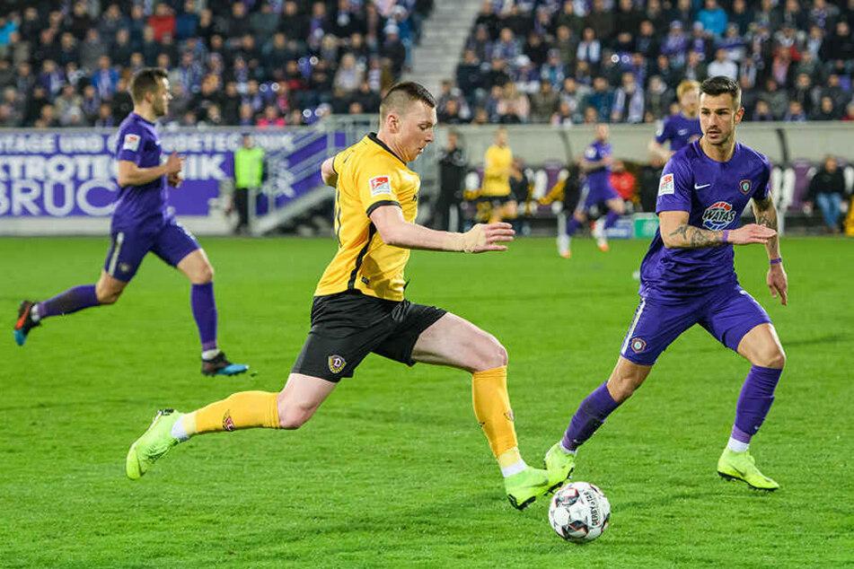 Dynamos Haris Duljevic (M.) hat mit seiner guten Leistung im Sachsenderby einen großen Schritt nach vorn gemacht. Er leitete gegen Aue zwei Treffer ein.