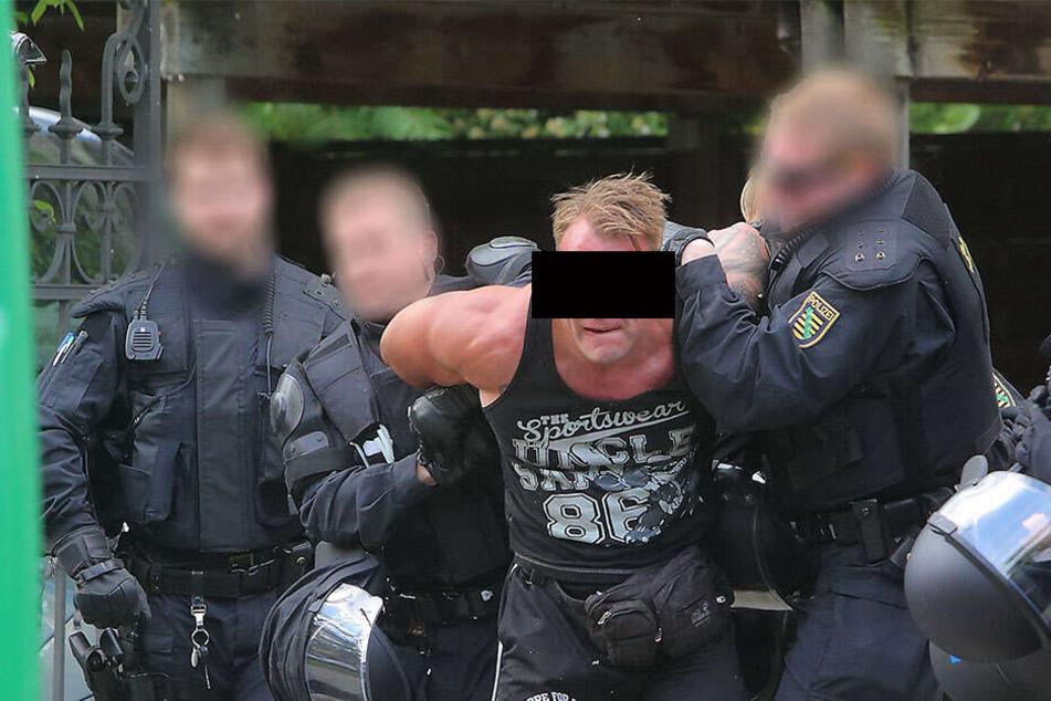 Robert H. (32) musste seinerzeit in Laubegast 2016 von der Polizei gebändigt werden.