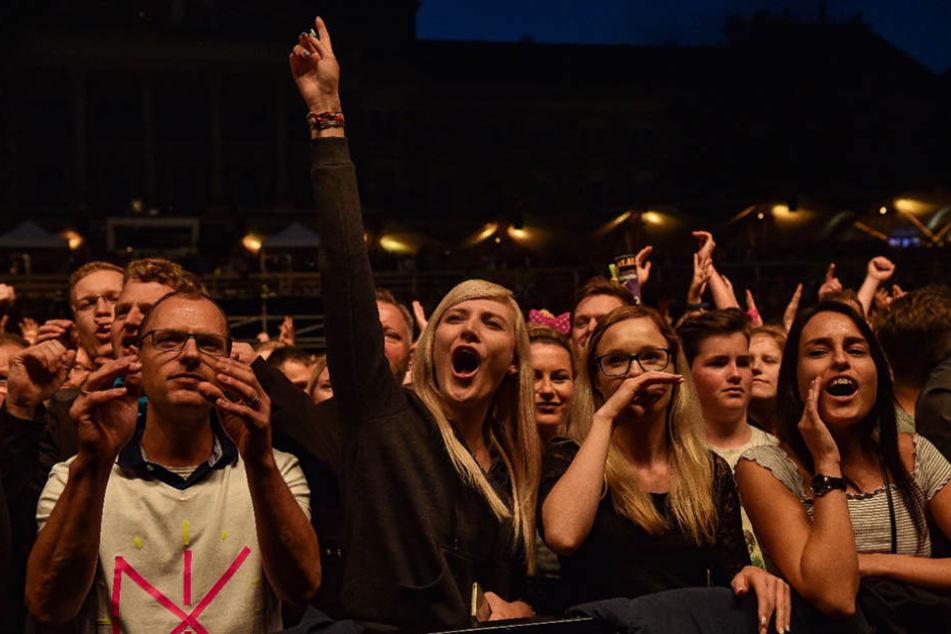"""Rund 10.000 Fans feierten am Abend bei den """"Filmnächten am Elbufer""""."""