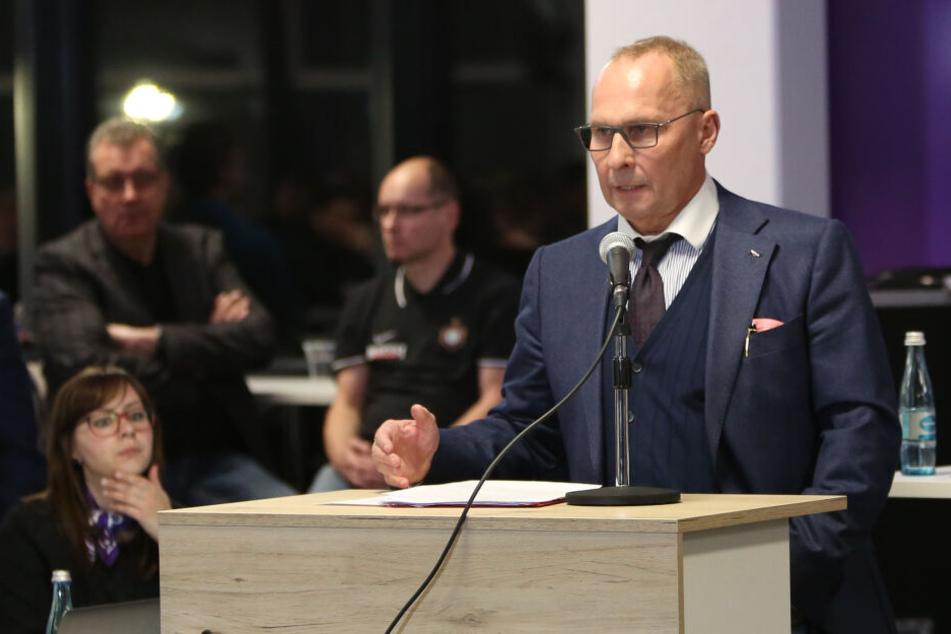 FCE-Präsident Helge Leonhardt konnte gute Neuigkeiten verkünden, appellierte aber gleichzeitig an die Mitglieder und die Mannschaft.