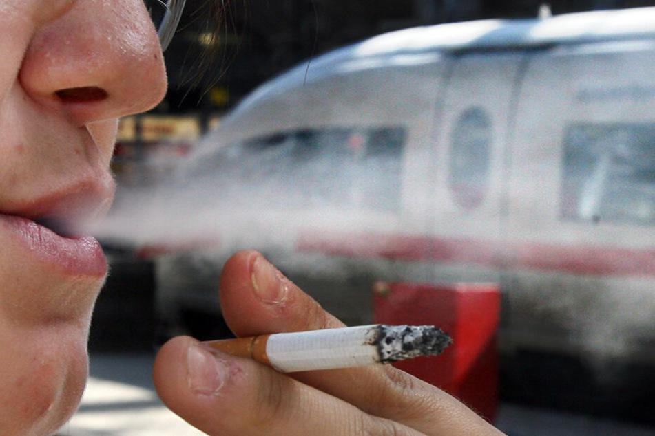 Diese Raucher-Pause hat sich der Mann wohl anders vorgestellt. (Symbolbild).