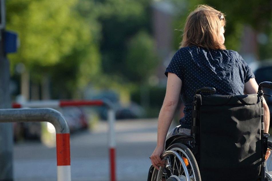 Das wäre der Frau in einem nicht elektrischen Rollstuhl wohl kaum passiert... (Symbolbild).