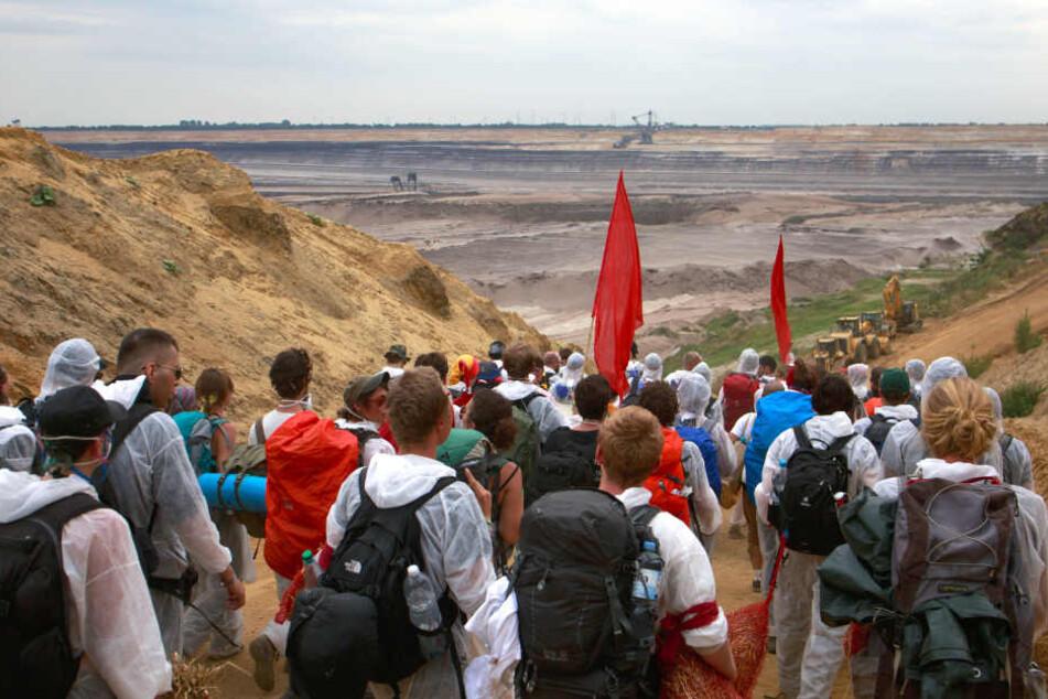 Bereits im Vorjahr protestierte viele Aktivisten gegen den Tagebau Garzweiler (Archivbild).