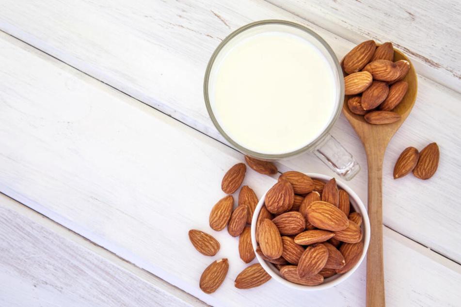 """""""Milch"""" aus Mandeln liefert ebenso wie die aus Reis nur wenige Mineralstoffe und Vitamine."""