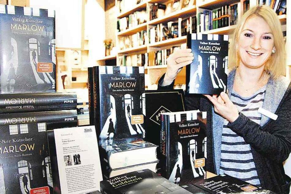 Inhaberin Gina Just freut sich, dass Krimiautor Volker Kutscher zu einer Lesung in ihre Buchhandlung komm.