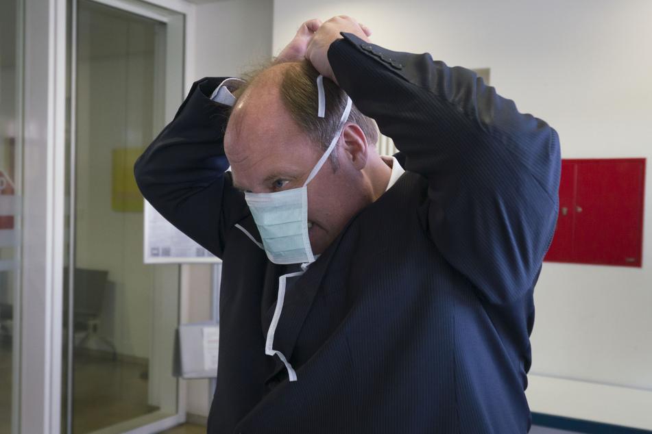 Kanzleramtschef Helge Braun (47, CDU) mit Schutzmaske. (Archivbild)