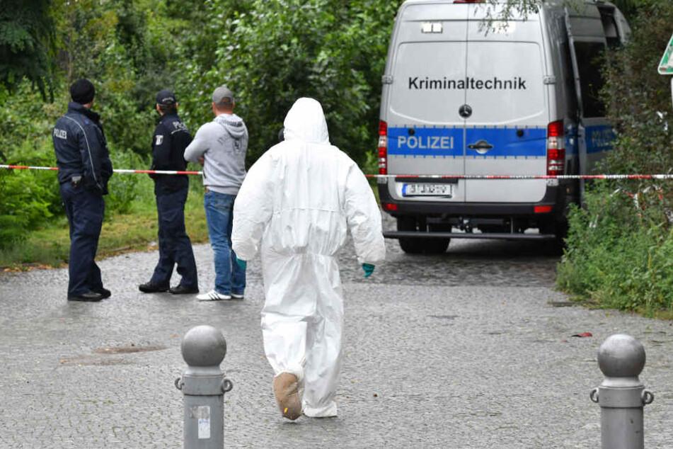 Leichen von zwei jungen Menschen in Auto gefunden: So starben sie!