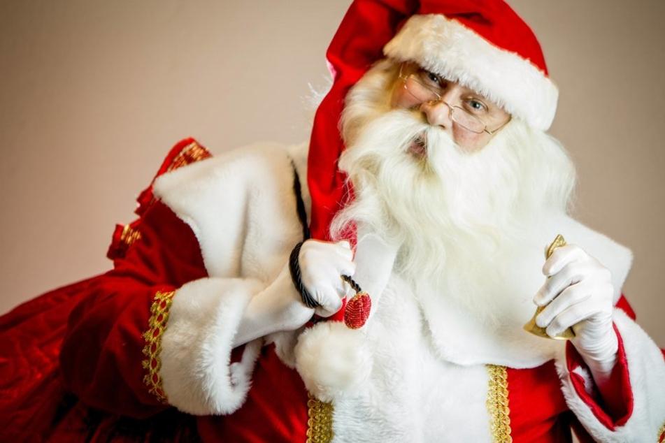 Freiberg sucht händeringend nach einem Weihnachtsmann und einen Baum für den Christmarkt. (Symbolbild)