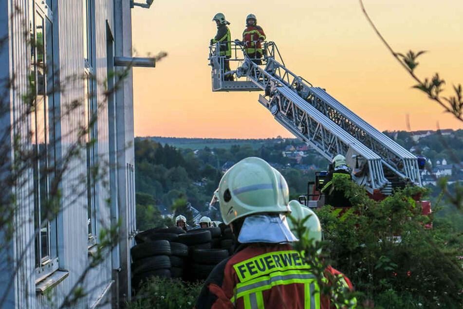 Feuerwehreinsatz in Bad Schlema: Brand am Autohaus