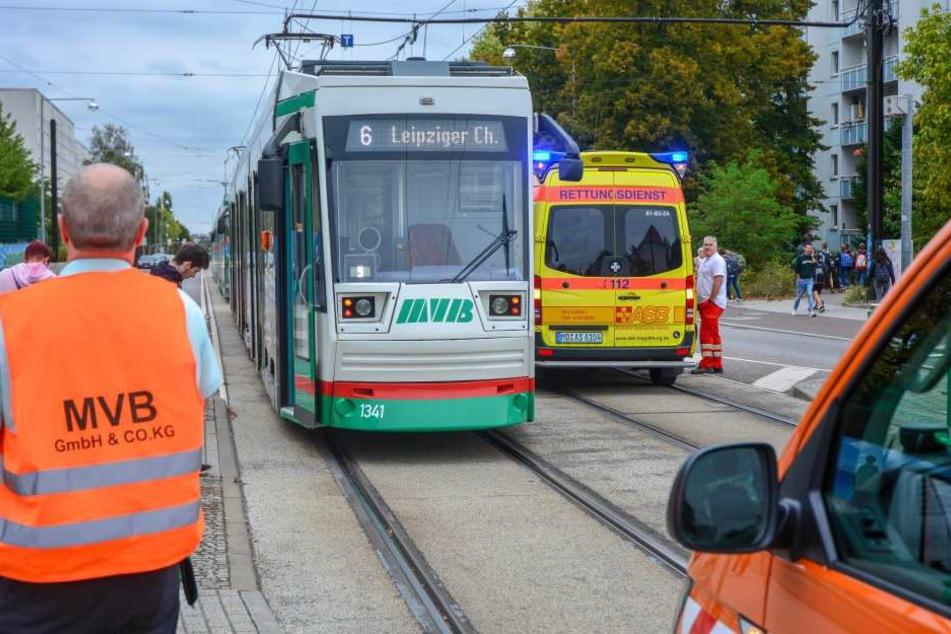 Fußgängerin missachtet Tram und wird erfasst