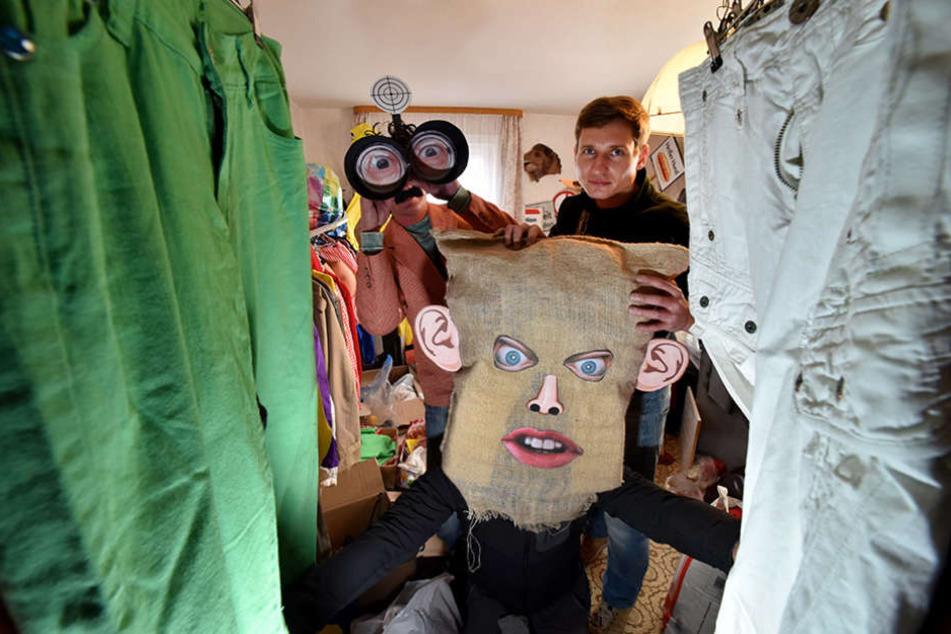 Patrick Konopka (34) hat sich für seinen neuesten Film ein riesiges Requisitenlager angeschaft.