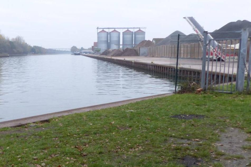 In Getmold am Hafenbecken hatte sich der 65-Jährige zum Angeln niedergelassen.