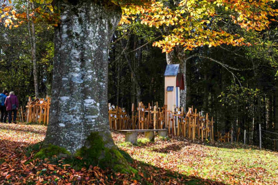 """Der """"Friedhof der Grabkreuze"""" hält die Erinnerung an Verstorbene noch lange wach."""