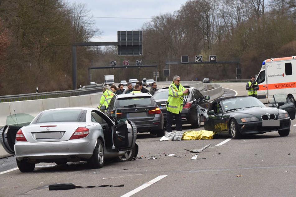 Tödlicher Autobahn-Crash mit Sportwagen: Frau stirbt noch an Unfallstelle