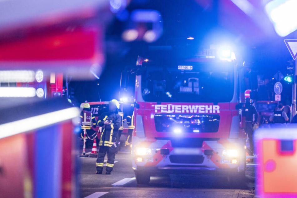Party-Stopp wegen brennender Mülltonne: Halle muss evakuiert werden