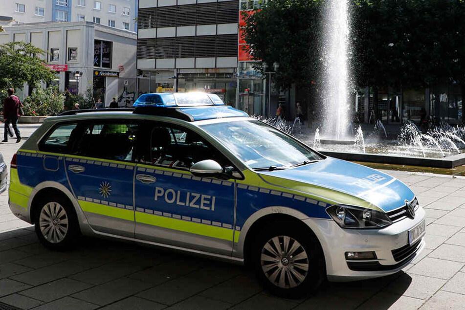 Die Polizei suchte gestern im Rosenhof erneut nach Spuren.