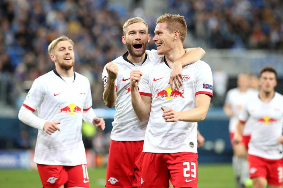 Erst jubelte Marcel Halstenberg (vorne rechts) über seinen Treffer, dann wurde dieser aber wegen Handspiels wieder aberkannt.
