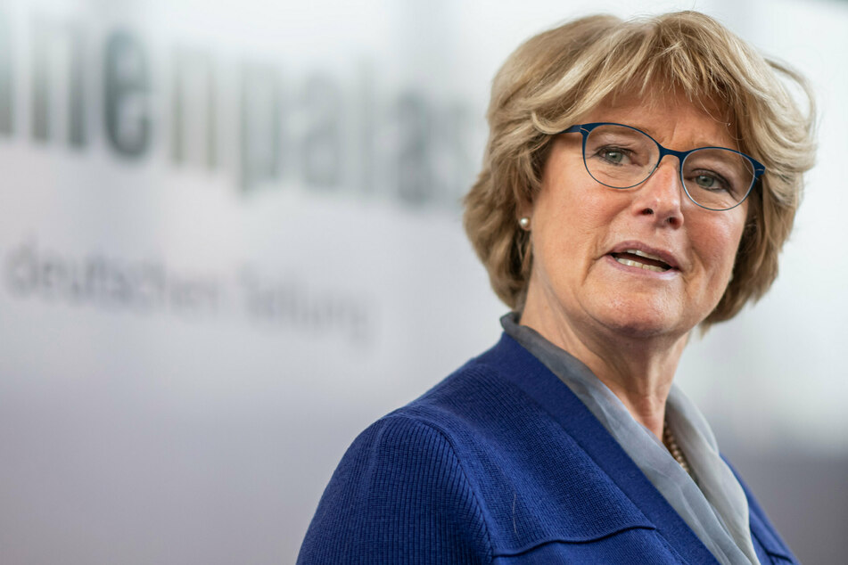 #allesdichtmachen: Kulturstaatsministerin Grütters übt Kritik an Netz-Kampagne