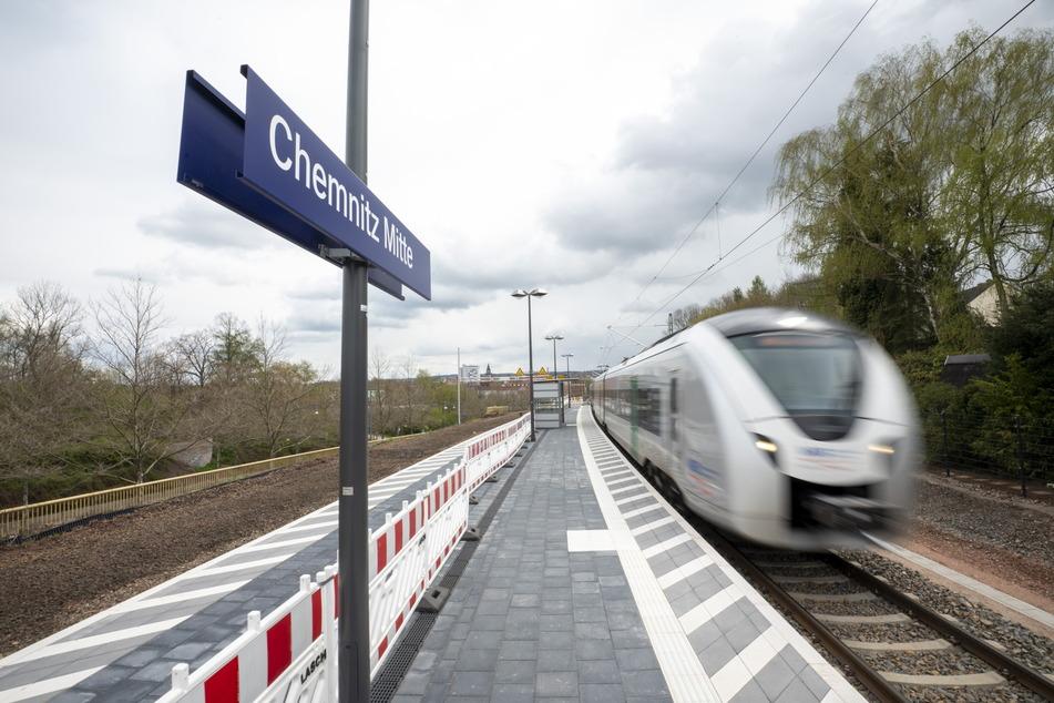 Am Bahnhof Mitte laufen die Bauarbeiten auf Hochtouren. Im April 2022 sollen die Bauarbeiten abgeschlossen sein.