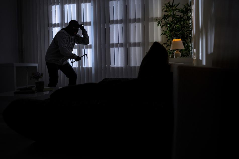 Ein Einbrecher versuchte in der Nacht zu Freitag in Rösrath-Rambrücken in ein Einfamilienhaus einzudringen. Der Hausbesitzers schlug ihn mit Erbsensuppe in die Flucht (Symbolbild).