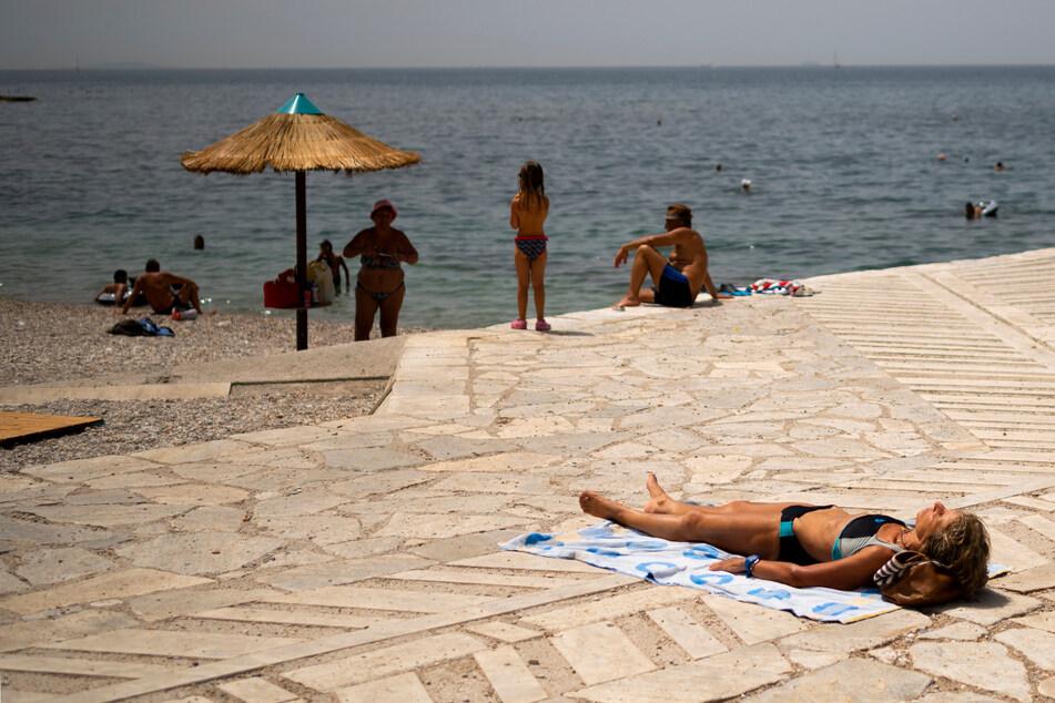 Griechenland-Urlauber aufgepasst: Wie hier am Strand von Athen wird es bald extrem heiß!
