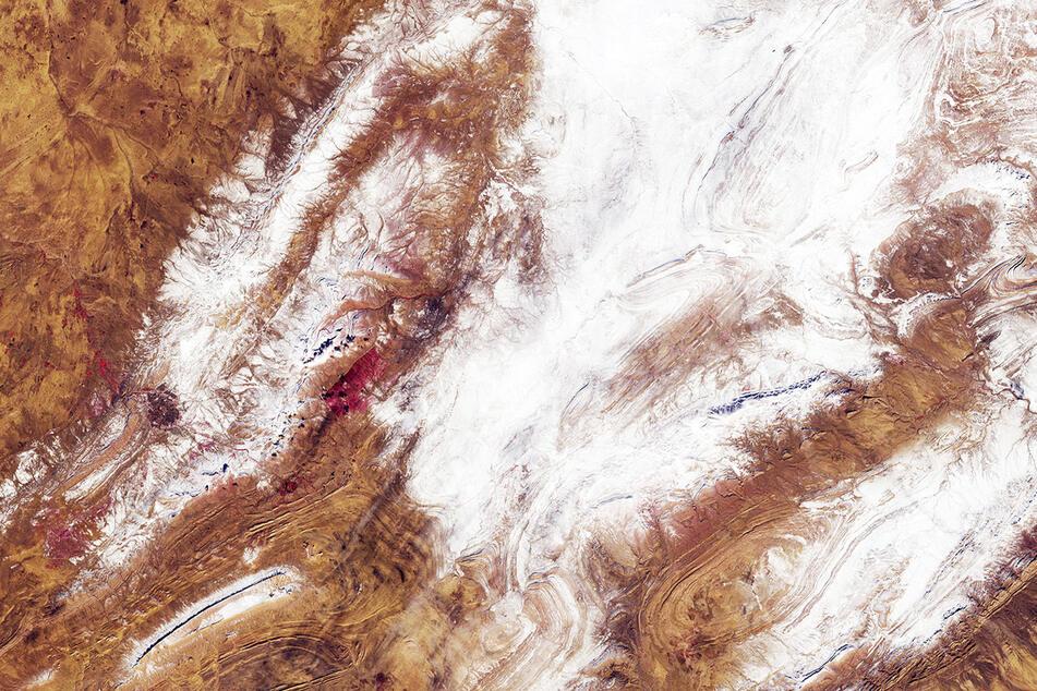 Wie geht das denn? Jetzt liegt Schnee in der Sahara!