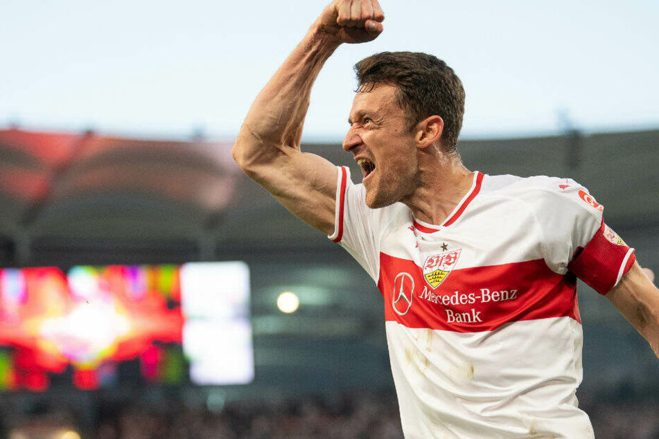 Christian Gentner bejubelt das 1:0 in der Relegation gegen Union Berlin.