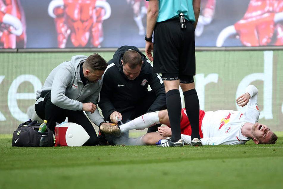 Schockmoment für RB: Nach einem Foul von Ingolstadts Markus Suttner musste Timo Werner verletzt ausgewechselt werden.