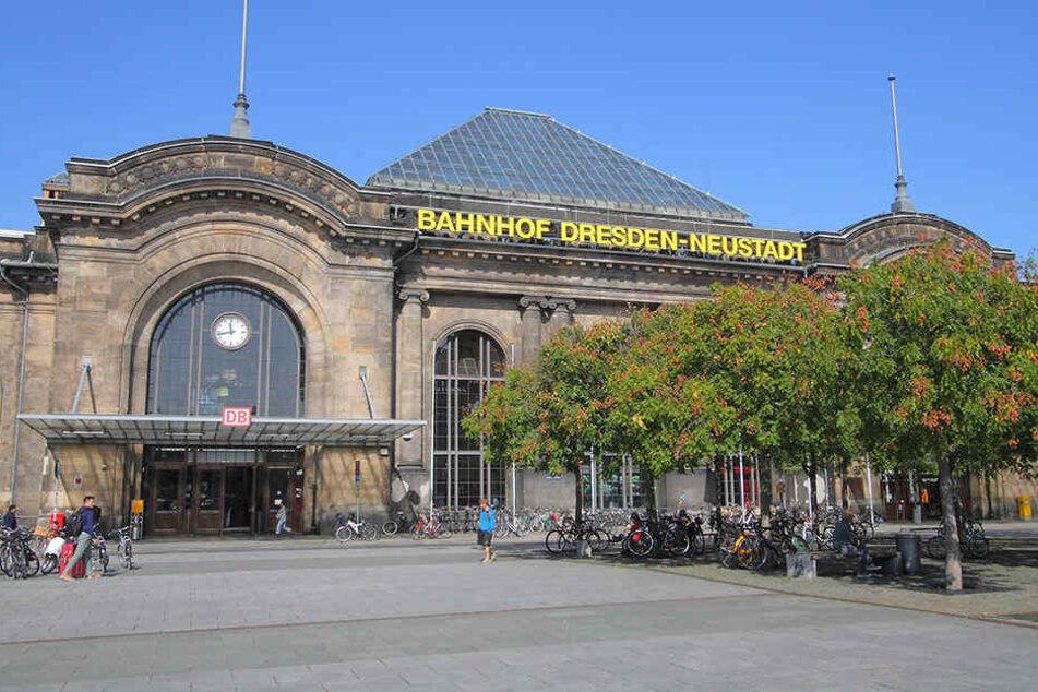Tatort Vorplatz Neustädter Bahnhof. Hier fiel Baxxter eine Neunjährige an.