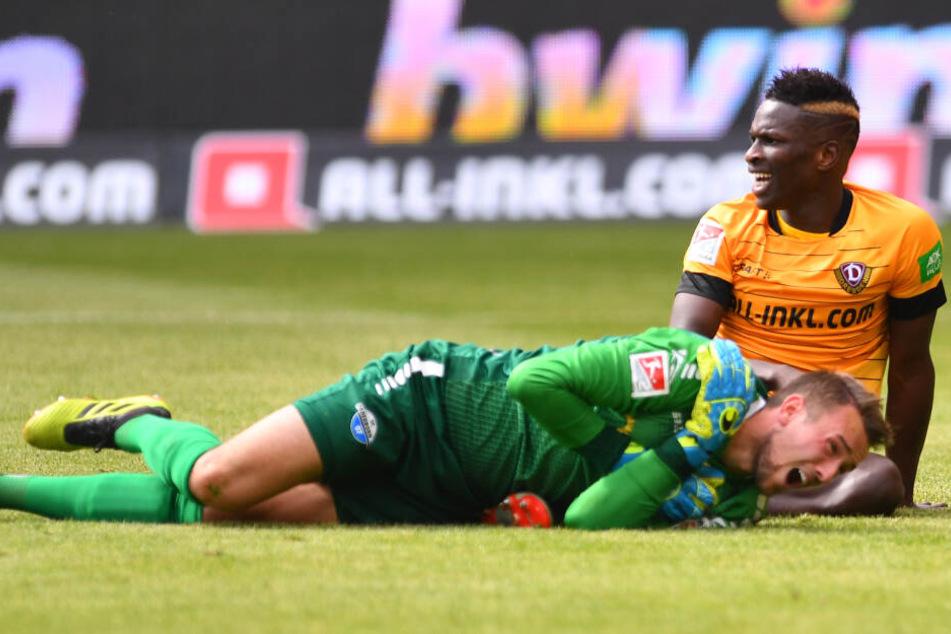 Nach einem Zusammenstoß mit Dynamos Moussa Koné zog sich Zingerle die schwere Verletzung in Dresden im Mai zu.