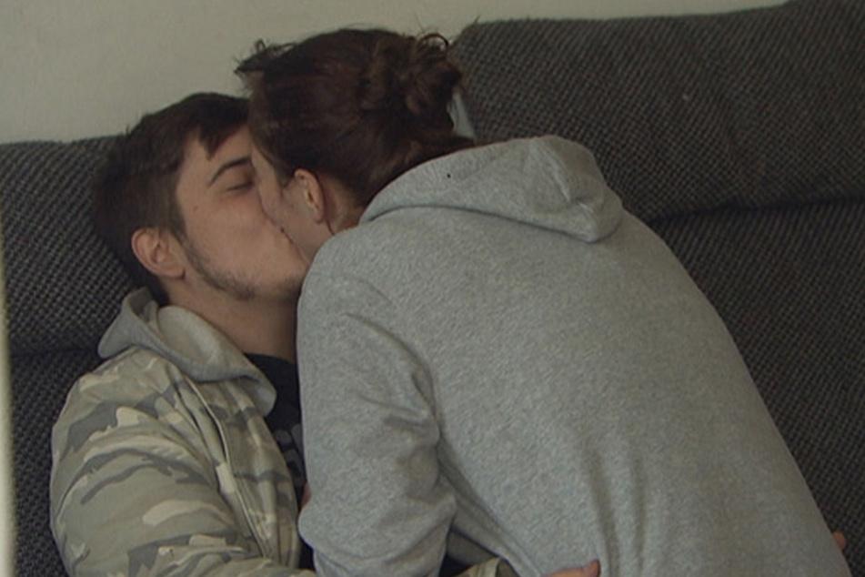 Mit Vanessa (19) soll alles anders werden. Die beiden sind schon verlobt.