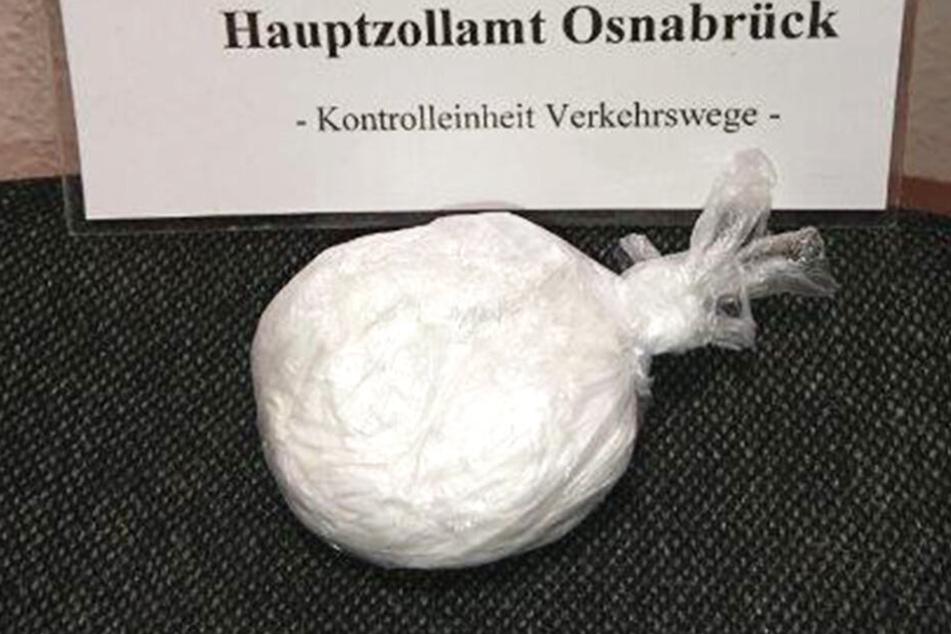 Beim Abtasten des Mannes wurde die Plastiktüte mit Kokain gefunden.