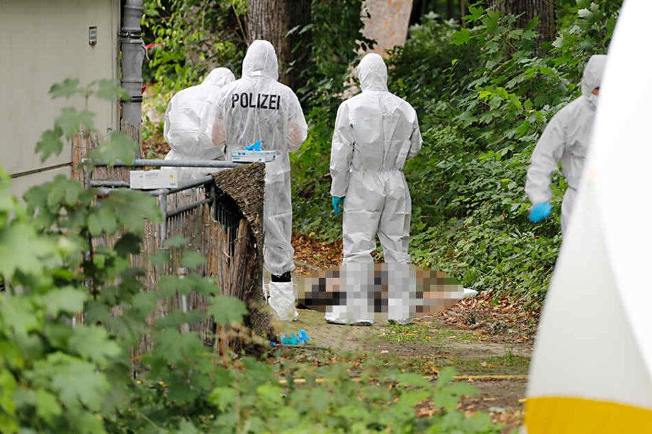 Die Kripo ist vor Ort und hat die Ermittlungen zu den Todesumständen aufgenommen.