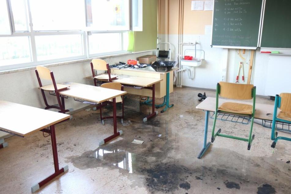 Feuer in Klassenzimmer! 380 Schüler evakuiert, Kind (10) unter Verdacht