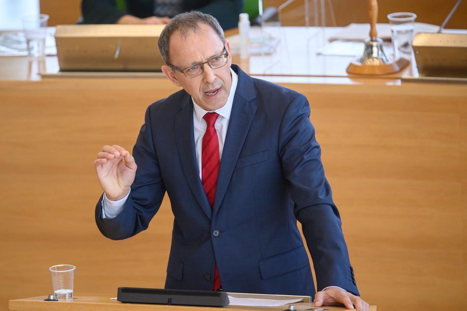 """AfD-Fraktions-Chef Jörg Urban (56) bezeichnete den Lockdown im Sitzungsverlauf als den """"falschen Weg""""."""