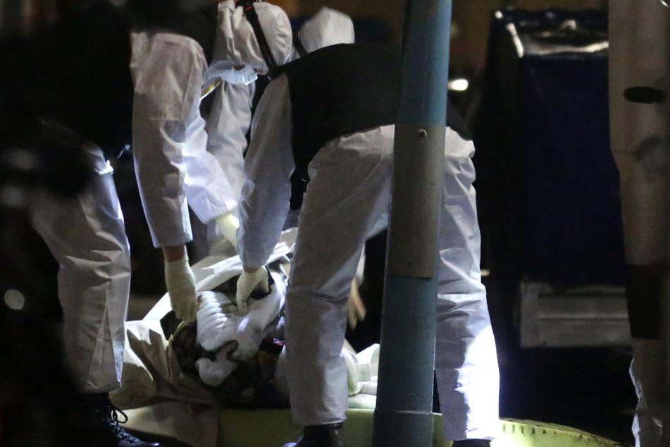 In einem Haus in der Nähe entdeckte man eine zweite, männliche Leiche.