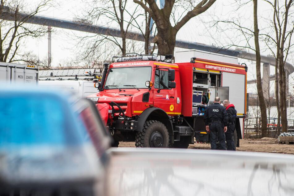 Nahe der Köhlbrandbrücke: Bomben-Verdacht in der Elbe