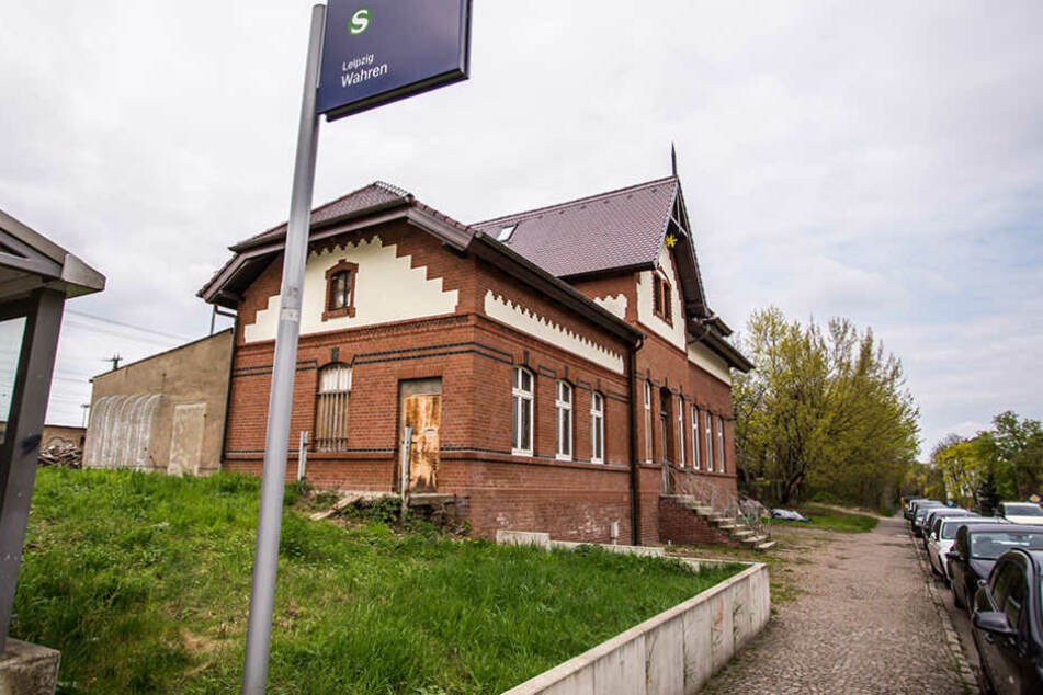 Noch ist Mellis Bahnhof nicht fertig umgebaut, doch für eine  Weihnachtsparty wird es reichen.