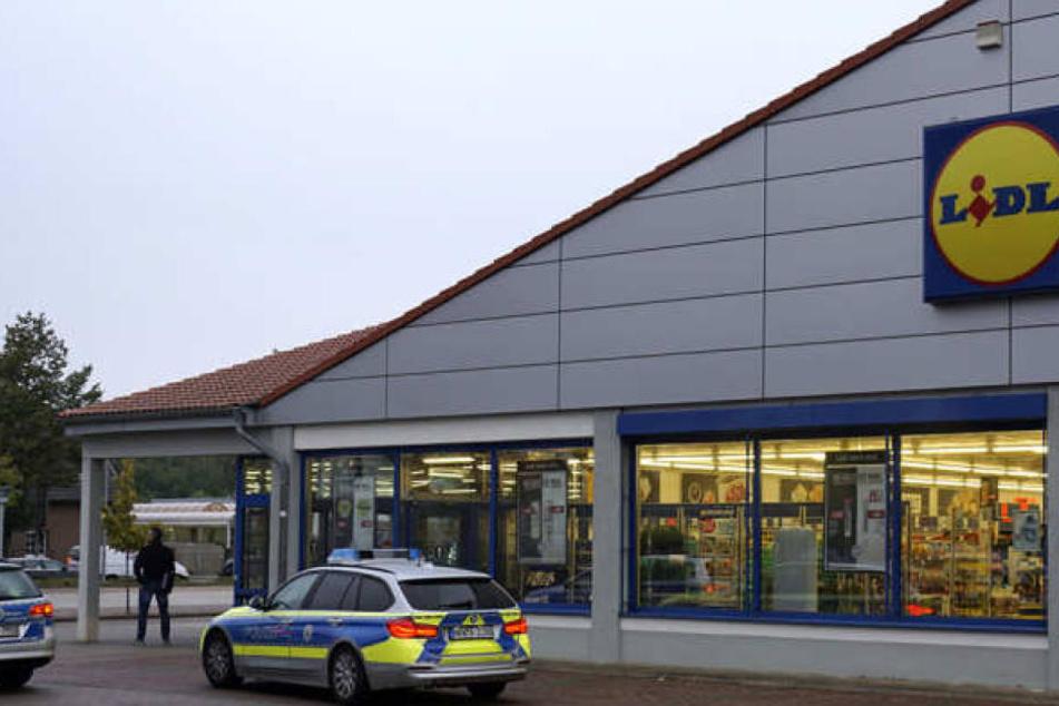 Bewaffnet überfielen die Kriminellen den Supermarkt.