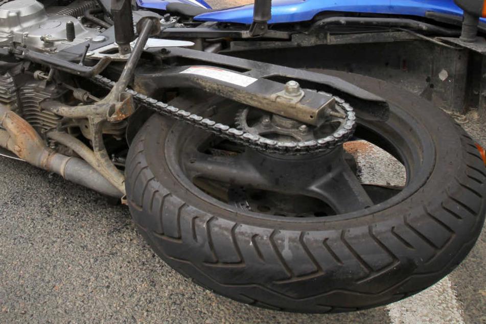 Die 60-jährige Autofahrerin wollte dem Stau entkommen – mit schwerwiegenden Folgen (Symbolbild).