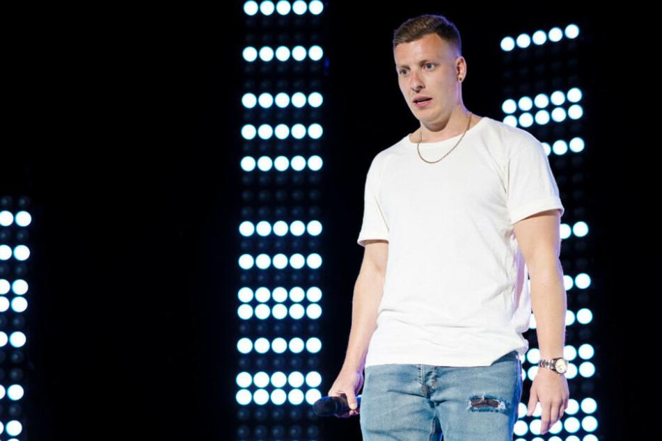 """Stand-up-Comedian Felix Lobrecht bei seinem Programm """"kenn ick""""."""
