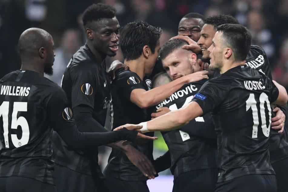 Die Eintracht eilt in Europa von Erfolg zu Erfolg, das freut auch die Vereinskasse.