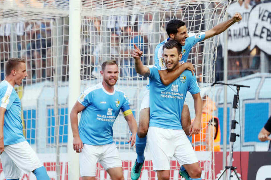 Bozic (rechts) traf im DFB-Pokal gegen den Hamburger SV.