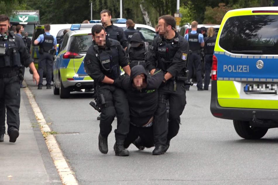 Demo vor Abschiebegefängnis: Dutzende Festnahmen!